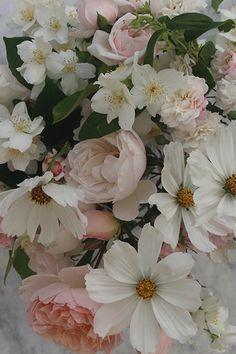 Exquisite wedding flowers, romantic bridal bouquets and wild floral arrangements Wedding Events, Weddings, Flower Making, Flower Power, Summer Wedding, Floral Arrangements, Wedding Flowers, Floral Wreath, Bouquet