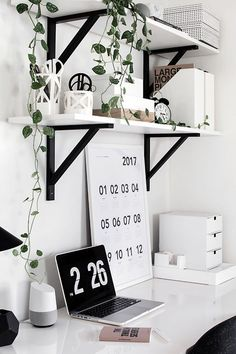 Room Decor: Easy and simple desk storage solutions. Room Decor: Easy and simple desk storage solutio Home Office Design, Home Office Decor, Office Designs, Desk Office, Office Lounge, Office Setup, White Desk Setup, White Desk Decor, Office Prank