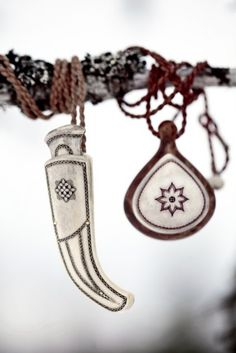 Pendants made of antler and reindeer leather