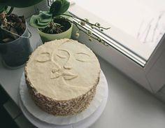 Love you to the moon and back!)))  Торт на нашу годовщину знакомства, мое сладкое признание в любви❤❤❤  Внутри наполеон, крем-брюле, а сверху ганаш на белом шоколаде😊 (не мастика!)))))  #еда_nastik219 #мосюковы