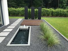 Designer garden fountain with formal water basin - modern .- Designer Gartenbrunnen mit formalem Wasserbecken – modernes Haus Ideen mit Wasse… Designer garden fountain with formal water basin – modern house ideas with water in the garden - Contemporary Garden Design, Landscape Design, Contemporary Houses, Modern Landscaping, Landscaping Plants, Design Jardin, Patio Plants, Garden Fountains, Fountain Garden