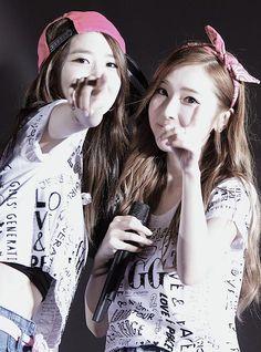 2013 yılında birbirleriyle en çok yakınlaşan üyeler Yoona ve Jessica'dır.Hatta 2013'ün çifti oylamasında YoonSic ( Yoona + Jessica ) öndedir.