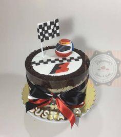 BOLO FORMULA UM - TORTA FORMULA UNO - FORMULA ONE Pretty Cakes, Formula One, Man, Birthday Cake, Desserts, Cakes, Food Cakes, Tailgate Desserts, Birthday Cakes