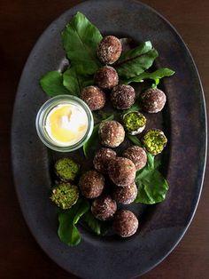 ゆで枝豆を使って簡単にできるので、時間があいたら気軽にチャレンジしてみて! ソースは好みの味わいに変えてもOK。|『ELLE gourmet(エル・グルメ)』はおしゃれで簡単なレシピが満載!