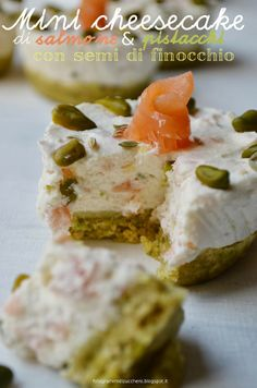 Mini cheesecake con salmone, pistacchi e semi di finocchio  Salmon and pistachio nuts cheesecakes