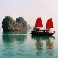 Au Vietnam dans la baie d'Halong