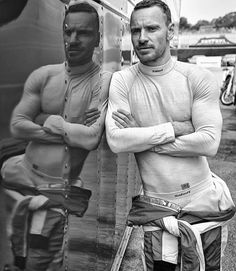 Repost: Michael Fassbender photographed at Laguna Seca raceway for the latest issue of Ferrari Magazine. X Men, Michael Fassbender And Alicia Vikander, Michael Fassbender Magneto, Yul Brynner, Handsome Male Models, Mike Patton, Irish Boys, James Mcavoy, Persona