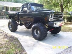 Lifted Trucks USA nice black big tired trucks