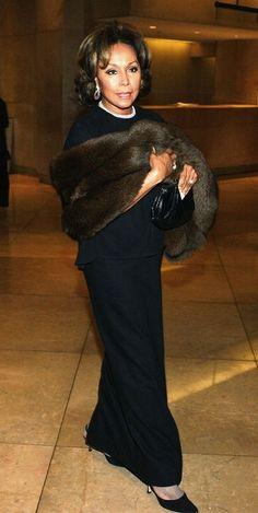Diahann Carroll at 80 Dianne Carroll, Beautiful Black Women, Beautiful People, Black Actresses, Black Actors, Vintage Black Glamour, Famous Black, Ageless Beauty, Female Stars