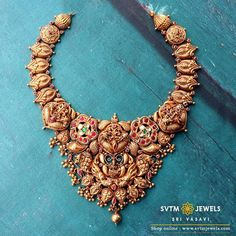 Look more traditional with this gold Short necklace beautified with the sculpting of the god Lakshmi studded with a kemp stone,Ruby,Emerald,Uncut diamond. Ruby Jewelry, Bridal Jewelry, Jewelry Necklaces, Antique Jewellery Designs, Handmade Jewellery, Antique Jewelry, Short Necklace, Small Necklace, Necklace Set