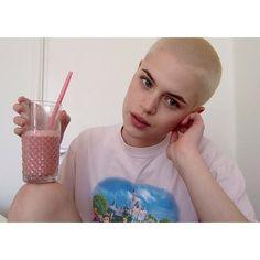 43 Women With Super Short & Buzzed Hair Who Define Their Own Femininity —…