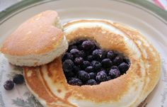 Blueberry Pancakes ~This is just for inspiration, no recipe :( But we can figure it out! Cute Breakfast Ideas, Breakfast Recipes, Brunch Ideas, Breakfast Pancakes, Sweet Breakfast, Cute Food, Good Food, Yummy Food, Healthy Food