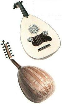 LAÚD  ÁRABE  El laúd árabe es un instrumento fabricado en madera de caja de resonancia redondeada con forma de pera, un mástil más corto y carece de trastes. Es uno de los instrumentos más populares de Egipto  Fue introducido en Europa en el siglo VII por los árabes y sirvió de modelo para el laúd europeo. Los europeos se familiarizaron con este instrumento durante las Cruzadas en el siglo XI.