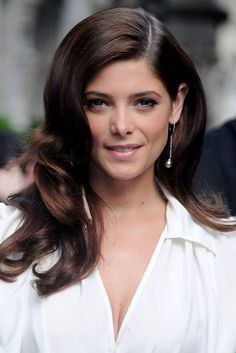 From Twilight beauty to LOL lovely, we track the hair & beauty history of Ashley Greene Ashley Greene Hair, Shades Of Brunette, Hollywood Curls, Brunette Highlights, Long Lashes, Perfect Curls, Beautiful Gorgeous, Hair Pictures, Blow Dry