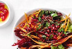 Rote-Rüben-Salat mit Karotten, Granatapfel, Mohn und Sesam