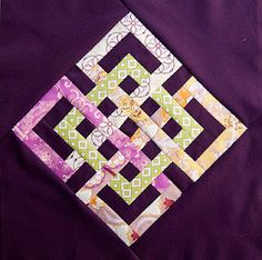 Beautiful pieced endless knot made by Brooke Johnsen at Pitter Putter Stitch; it is based on the free Interlocking Seasons Quilt Block Tutorial at The Parfait Cafe.