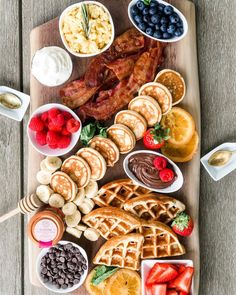 Pancake Charcuterie Boards Are a Thing, So Please Pass the Syrup Charcuterie Recipes, Charcuterie And Cheese Board, Cheese Boards, Breakfast Platter, Breakfast Recipes, Party Food Platters, Food Trays, Aesthetic Food, Food Cravings