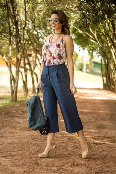 Swans Style is the top online fashion store for women. Stylish Dress Designs, Stylish Dresses, Cute Fashion, Look Fashion, Casual Fall Outfits, Cool Outfits, Workwear Fashion, Fashion Outfits, Floral Pants Outfit