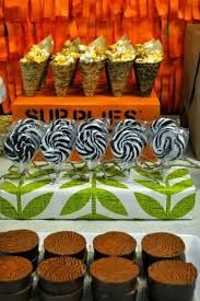Jungle/Safari Themed Party - Love the details she brought in with the textures that set the tone for the party's theme. Jungle Safari Cake, Safari Cakes, Jungle Party, Safari Party, Jungle Theme, Safari Theme Birthday, 1st Boy Birthday, Birthday Parties, Birthday Ideas