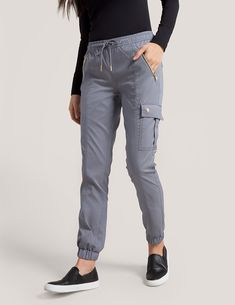 Jogger Pant in Black is a contemporary addition to women's medical scrub outfits. Shop Jaanuu for scrubs, lab coats and other medical apparel. Scrubs Outfit, Scrubs Uniform, Cargo Pants Women, Pants For Women, Jogger Pants, Joggers, Stylish Scrubs, Fashionable Scrubs, Cute Scrubs