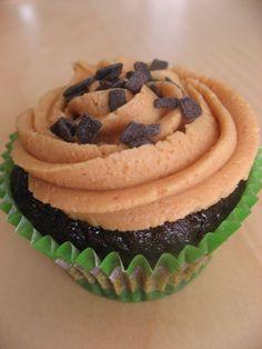 Cupcakes/ Quequitos de chocolate con mantequilla de maní | En mi cocina hoy