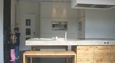 Da wo das Leben spielt - DEAR Küche - Projekte   dear-magazin.de Kitchen Dining, Kitchen Island, Concrete Kitchen, Inside Home, Sweet Home, Layout, Interior Design, Furniture, Kitchens
