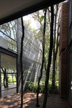 Casa Retorno del viento. Patio exterior.  Diseño Arq. Miguel Echauri y Arq. Álvaro Morales.  www.erchaurimorales.com