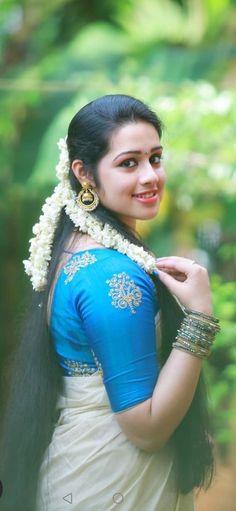 Beautiful Girl In India, Most Beautiful Indian Actress, Beautiful Saree, Beautiful Women, Beauty Full Girl, Cute Beauty, Cute Girl Image, Indian Girls Images, South Indian Actress Hot