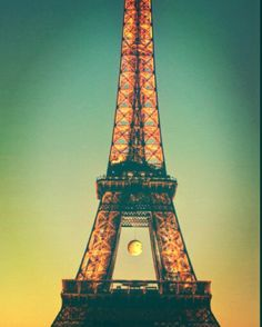 Eiffel Tower the first time. #edited #eiffeltower #tourdeeiffel #paris #france #travel #tbt #throwbackthursday #ohlala #cityoflove by brittanyhillphotography
