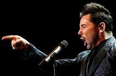 """Miguel Poveda denuncia insultos homófobos del presidente de una peña flamenca de Cádiz.  El cantaor asegura que Antonio Benítez, presidente de la peña """"Enrique El Mellizo"""", dejó un mensaje en su buzón llamándole """"pedazo de maricón"""" tras no poder cerrar un concierto en Cádiz.  El Diario, 2016-03-03 http://www.eldiario.es/cultura/Miguel-Poveda-homofobos-presidente-flamenca_0_490651040.html"""