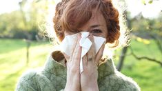 25 expert-approved cold and flu prevention and get-well strategies, from acupressure to zinc. Flu Facts, Mold Allergy, Winter Images, Flu Season, Health Magazine, Alternative Health, Acupressure, Health And Beauty Tips, Warm Weather