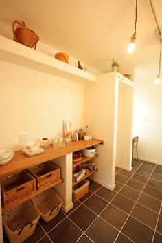 真っ白い漆喰の壁に北欧漂う平家&ナチュラルのおうち Entryway Tables, Vanity, House, Flat, Furniture, Interior, Home Decor, Kitchen, Dressing Tables