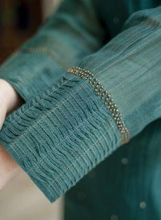 Kurti Sleeves Design, Kurta Neck Design, Sleeves Designs For Dresses, Dress Neck Designs, Sleeve Designs, Zardozi Embroidery, Embroidery On Kurtis, Kurti Embroidery Design, Embroidery Suits