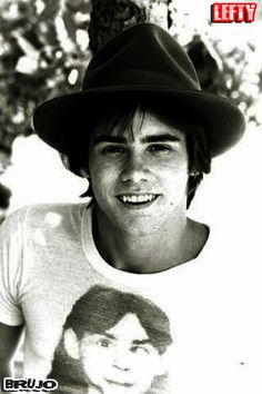 JAMES EUGENE CARREY (JIM CARREY) .....!!!!!   #LEFTY #leftovers #REWOLFYAKNAMA #OJURB #JIMCARREY #ACTOR #MUSIC #SINGER #ZURDO #AMANKAYFLOWER #BRUJO #LEFTHANDED