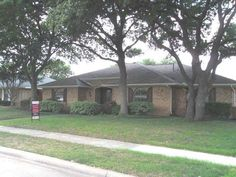 Photo of home for sale at 625 Wentworth Drive, Richardson TX