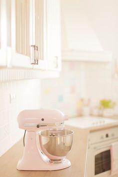 I need this adorable mixer in my home!! #HomeAppliancesPop #HomeAppliancesThoughts