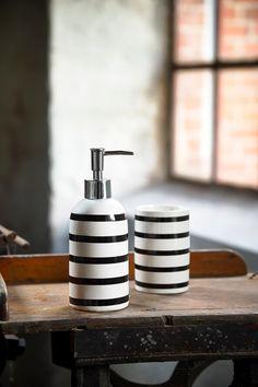 Dozator pentru sapun din ceramica Black / White, Kj #homedecor #inspiration #interiordesign #bathroomdesign #bathroom #decoration #accesories Bath Accessories, Soap Dispenser, Black And White, Interior, Design, Home Decor, Bathroom, Home Decor Accessories, Homes