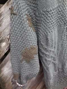 Sleeves knitting pattern moss, decorated with oak leaves ...