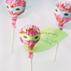 Free Silhouette cutting files and printables to make these adorable Tootsie Pop super Valentines!