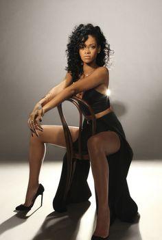 Rihanna www.marikamo.com