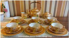 Σετ για το τσάι Ιαπωνικής προέλευσης από πάρα πολύ λεπτή, καλής ποιότητας πορσελάνη. Είναι σε αμεταχείριστη κατάσταση. Μέρος του διακόσμου είναι ζωγραφισμένο με το χέρι.