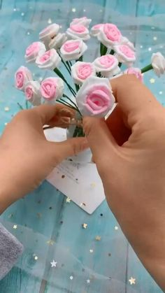 Cool Paper Crafts, Paper Flowers Craft, Paper Crafts Origami, Flower Crafts, Origami Easy, Paper Flower Making, Diy Flowers, Paper Origami Flowers, Pink Crafts