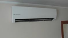 Klimatyzacja Fujitsu - jednostka wewnętrzna o wydajności 3,5 kW mocy chłodniczej oraz 4,0 kW grzewczej