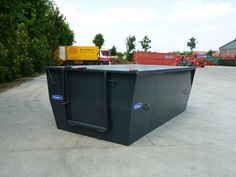 Closed container / skip / bin for collection of horse manure. Very user friendly.  http://www.mestcontainer.com