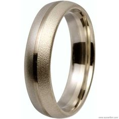 Alliance 5mm en titane et or 9 carats. 5mm wedding-ring in titanium and 9K gold. €277 ~$366