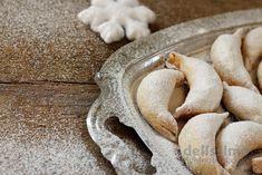 Кіфлики  Мука 500 гр  Маргарин 300 гр  Вершкове масло 30 гр  Жовтки 4 шт  Сметана ¾ стакана  Цукор 2-3 ст.л.  Сіль  Начинка:  Грецькі горіхи 300 гр  Білки 4 шт  Цукор 2 ст.л. Biscotti, Stuffed Mushrooms, Cakes, Vegetables, Desserts, Food, Stuff Mushrooms, Tailgate Desserts, Deserts