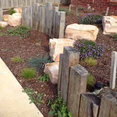 Crazy Front Yard Retaining Wall Landscaping - All For Garden Garden Retaining Wall, Landscaping Retaining Walls, Front Yard Landscaping, Sleeper Retaining Wall, Landscaping Ideas, Landscaping Blocks, Back Gardens, Outdoor Gardens, Sleepers In Garden