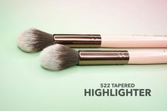 Double tap if the 522 is a MUST have in your brush collection!  #tapered #highlight #luxiebeauty #vegan #makeup by luxiebeauty