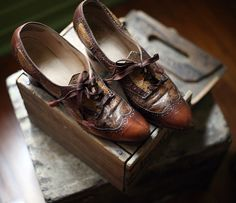 Vintage shoes (The snail and the cyclops)