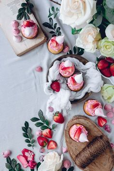 White Cupcakes with Pink Frosting and Strawberry + Meringue Kisses   Historias Fashion Fields Forever https://el-gr.facebook.com/FashionFieldsForever/